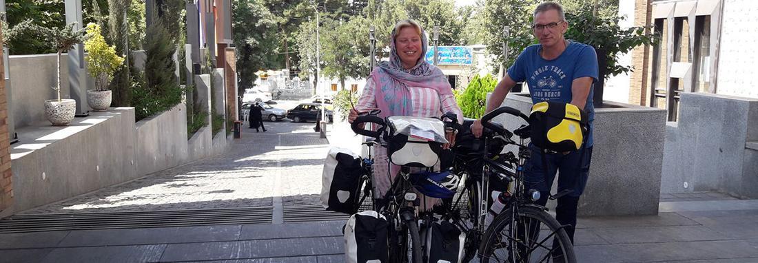 زوج دوچرخه سوار خارجی در جهت هلند &ndash سنگاپور به ایران رسیدند ، توصیه شده بود از ایران دیدن کنیم