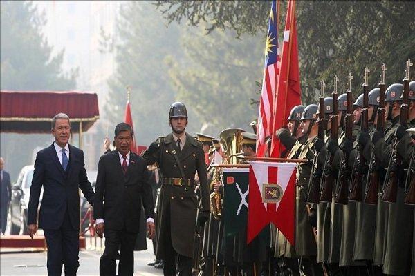 وزرای دفاع ترکیه و مالزی دیدار کردند