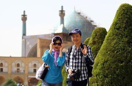 گردشگران چینی کمتر به ایران سفر می نمایند ، نارضایتی چشم بادامی ها از برخورد رانندگان تاکسی