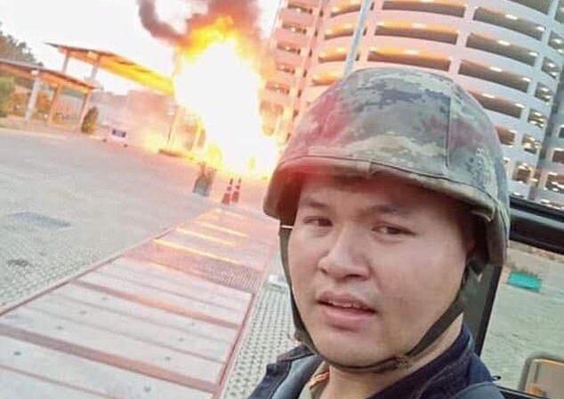 عکس ، سلفی عامل کشتار تایلند در هنگام تیراندازی!