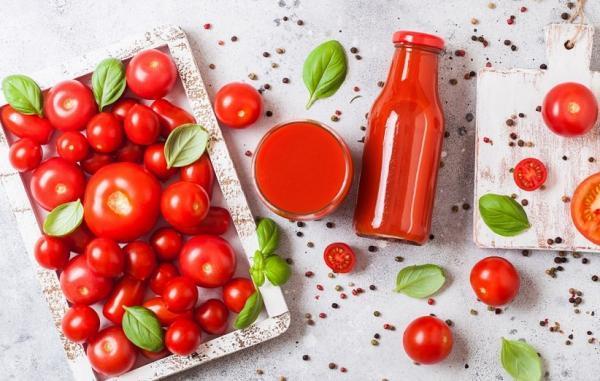 13 خاصیت مهم آب گوجه فرنگی (و عوارض جانبی آن)